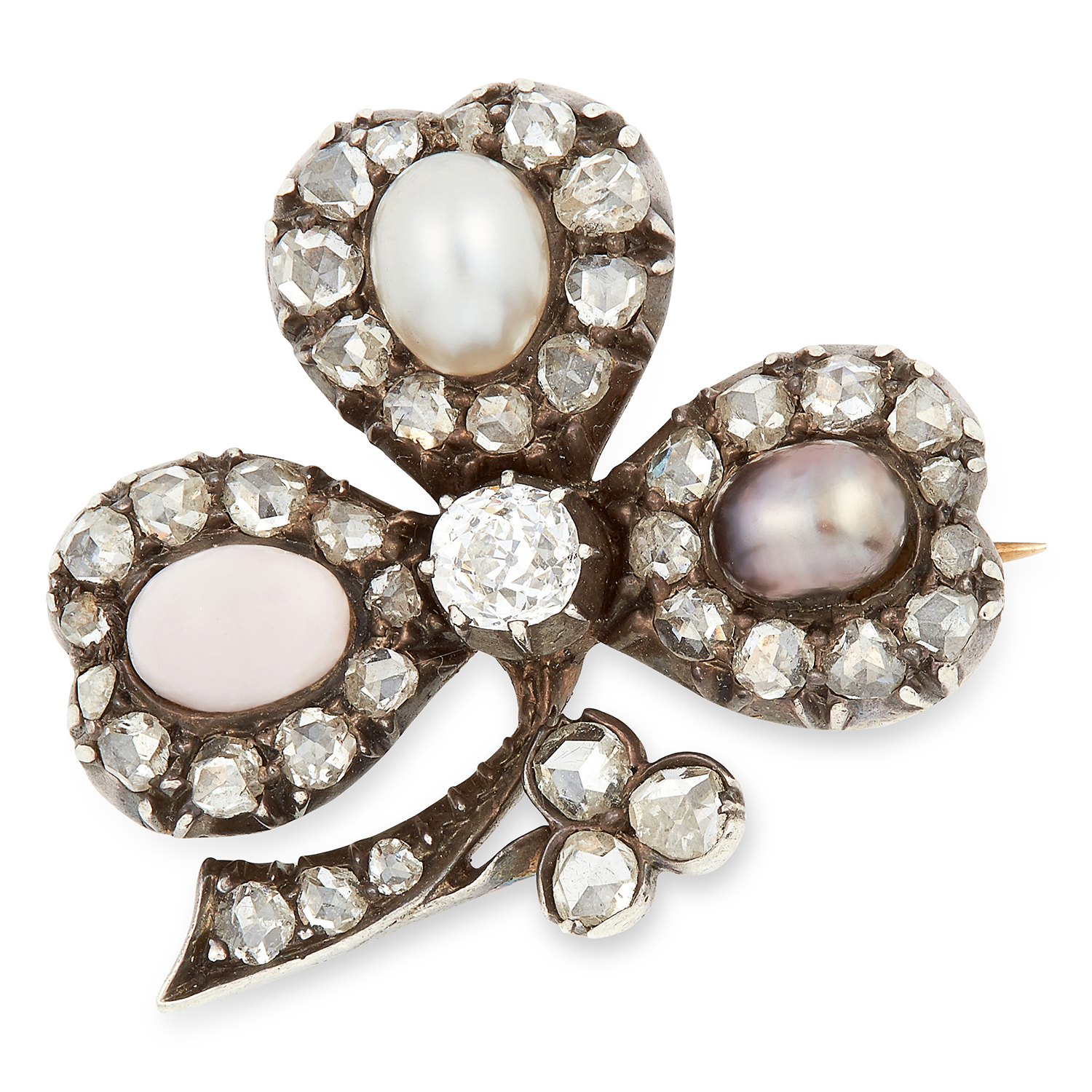 Los 26 - ANTIQUE PEARL, CORAL AND DIAMOND CLOVER BROOCH set with two pearls, a cabochon coral and rose cut