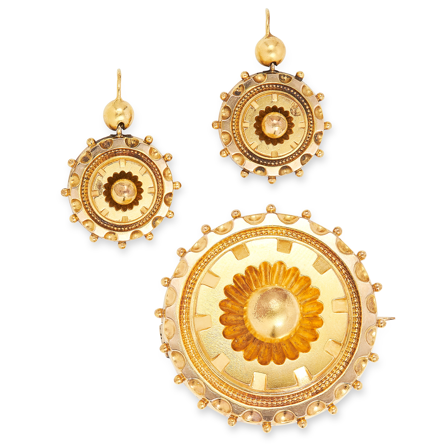 Los 8 - ANTIQUE MOURNING BROOCH AND EARRINGS SUITE, 19TH CENTURY circular design with geometric accents, the