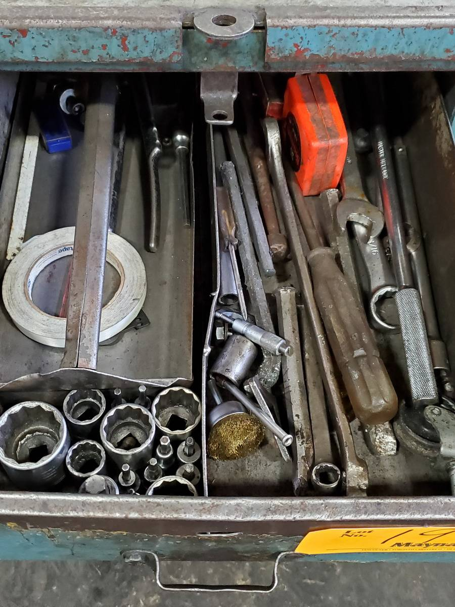 Lot 19 - Rolling 2-Drawer Toolbox