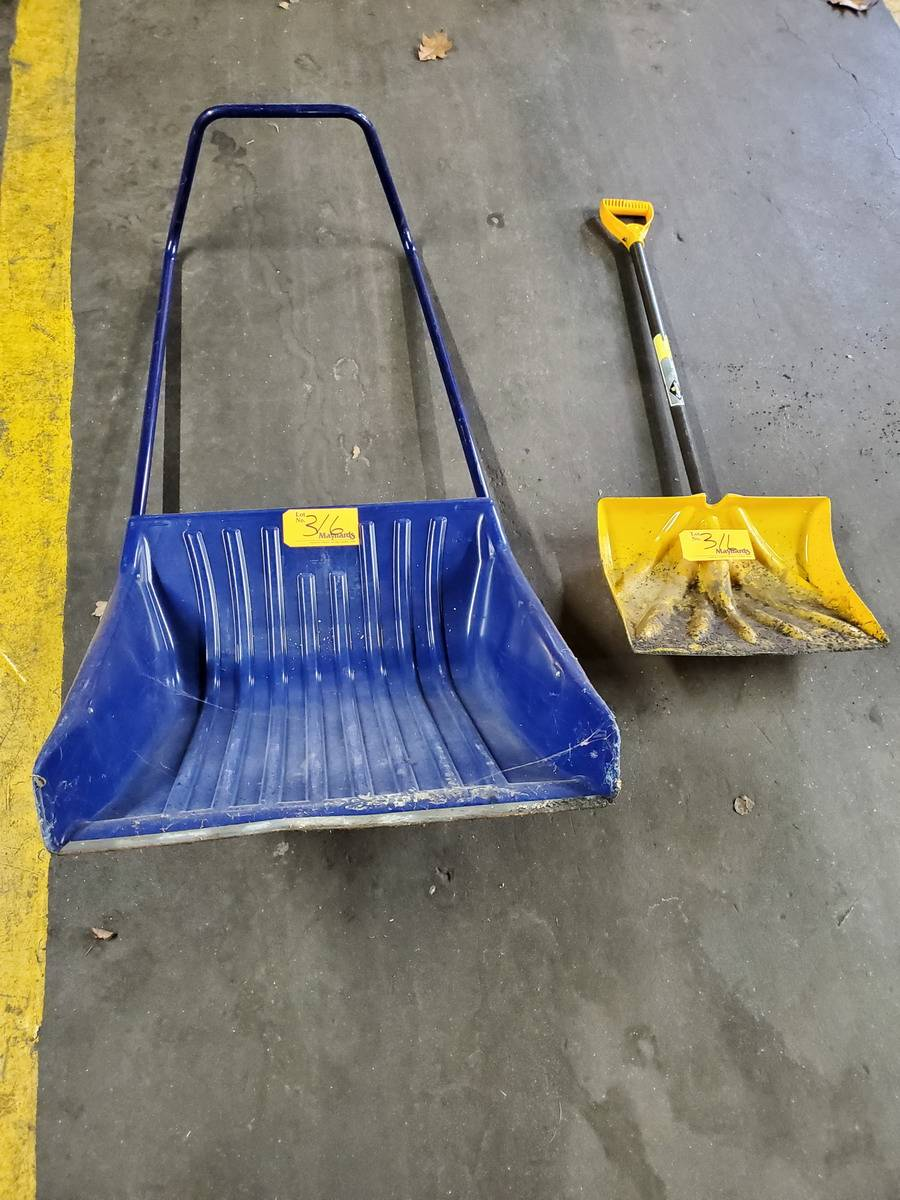 Lot 316 - Yukon Ergo Shovels