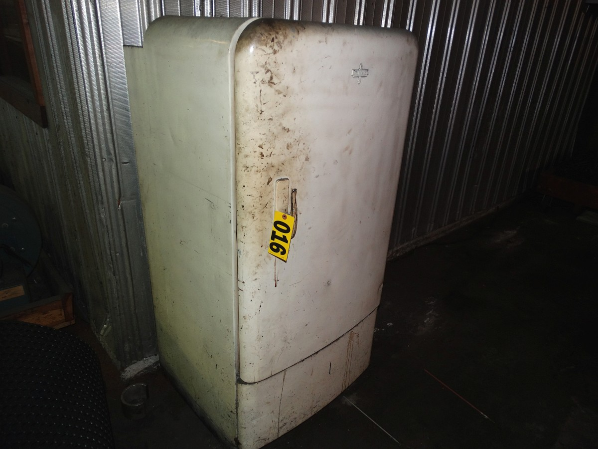 Lot 16 - Rod Dry Box (Vintage Refrigerator)
