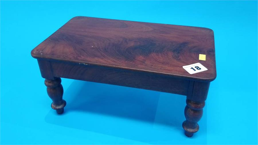Lot 18 - A miniature Victorian mahogany dining table. 31cm long 19cm wide