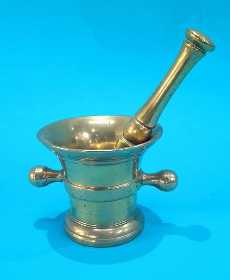Lot 100 - A brass pestle and mortar.