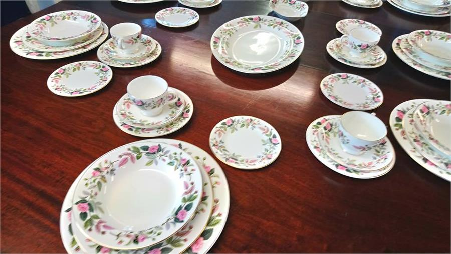 Lot 9 - A very large quantity of Wedgwood 'Hathaway Rose'.