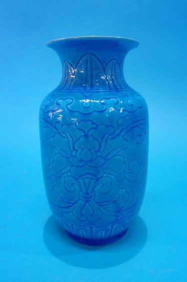 Lot 95 - A Chinese porcelain vase on a turquoise ground, decorated with flowers, marks to base. 18cm high