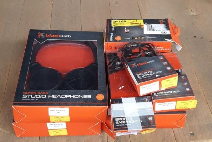 Lot 35 - 1 LOT TO CONTAIN 8 VARIOUS HEADPHONES AND SPORTS EARPHONES / BL - 4624 (VIEWING HIGHLY RECOMMENDED)