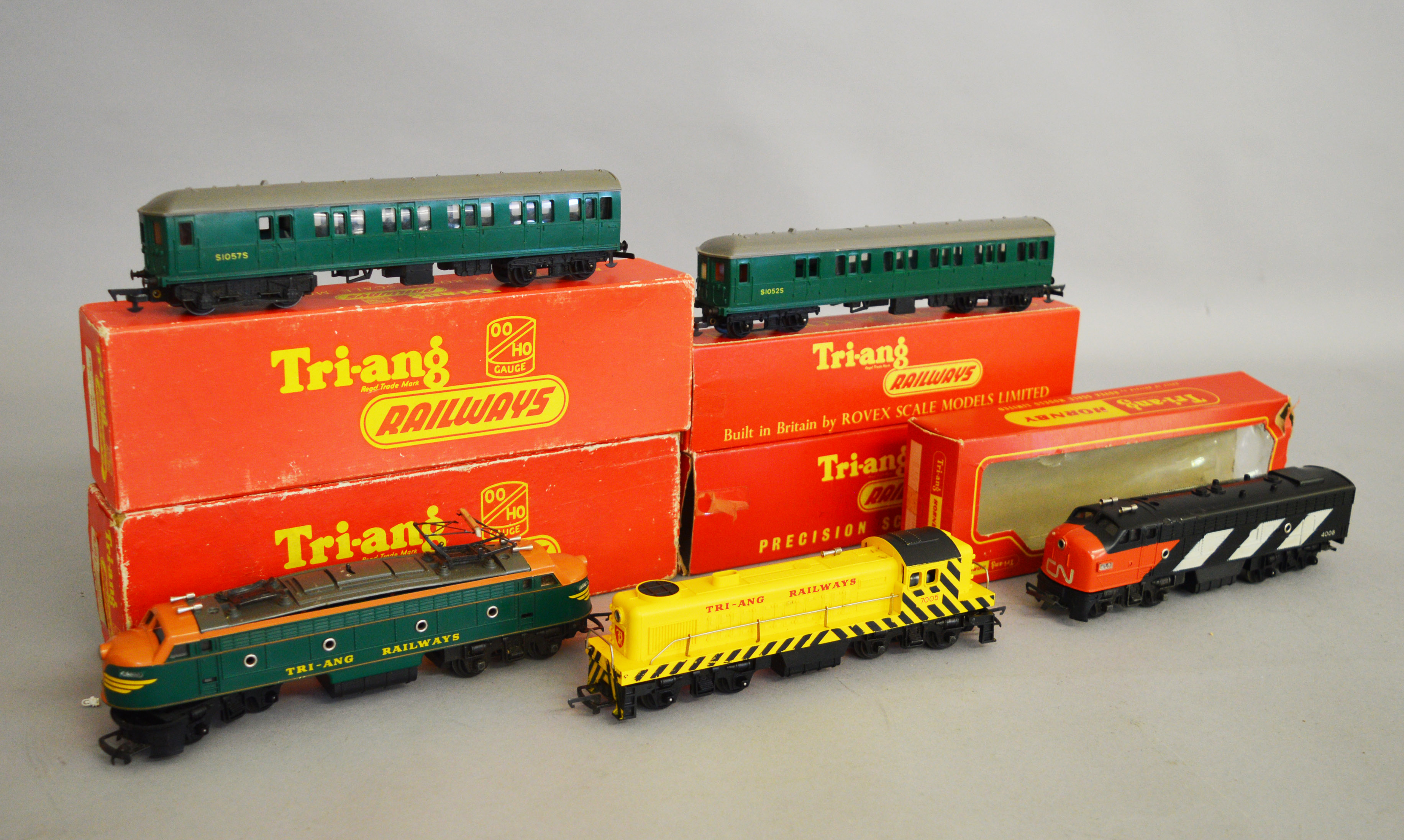 Lot 44 - OO Gauge. Three boxed Tri-ang Railways and Triang/Hornby Locomotives, R.155 Diesel Switcher, R.