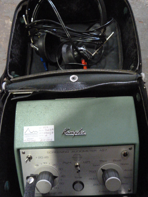 Lot 10 - *Kamplex AS7 Screening Audiometers with Headphones in Case