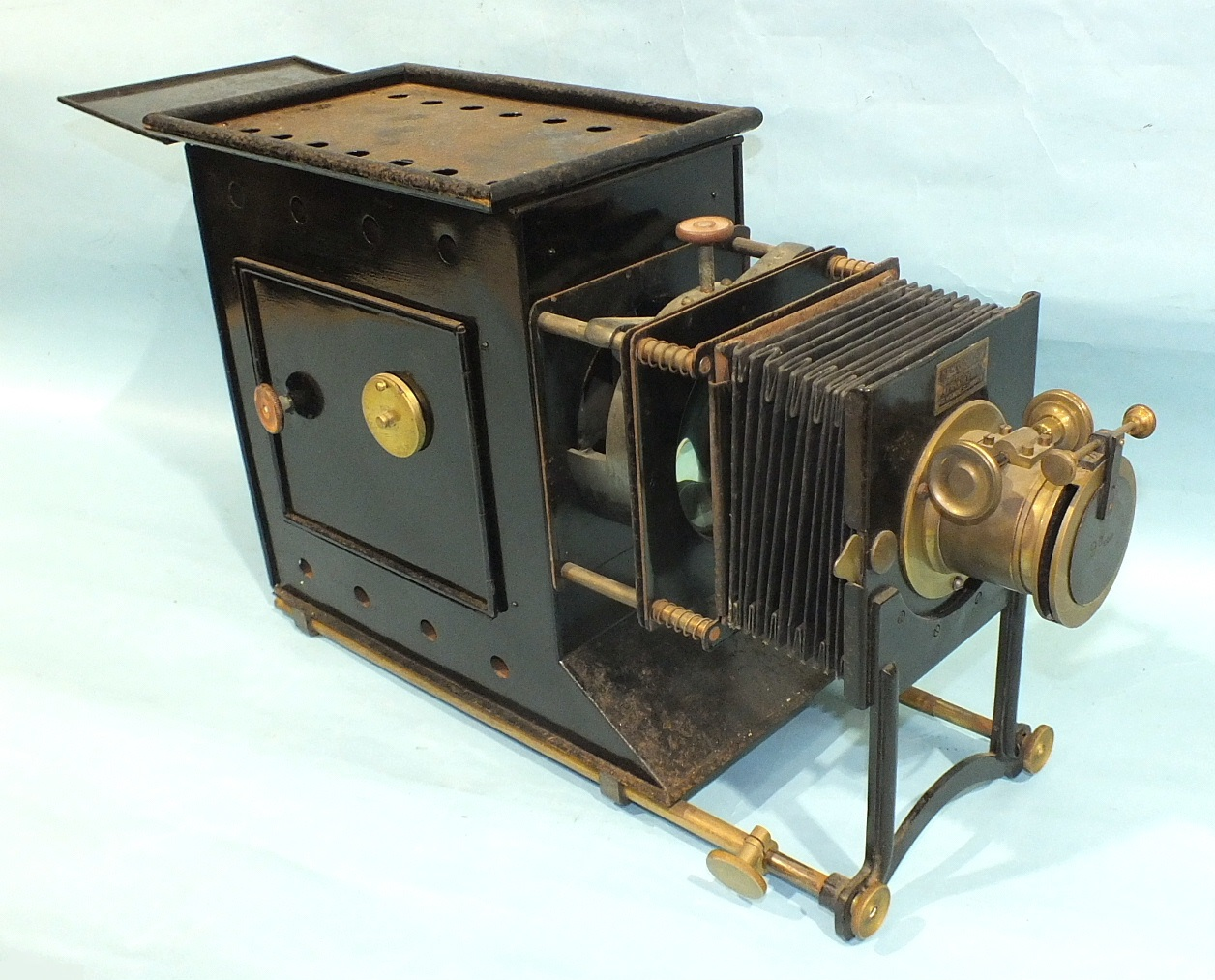 A Newton & Co. magic lantern with adjustable 9'' focus lens, bellows and Japanned tin body, in metal - Image 4 of 5