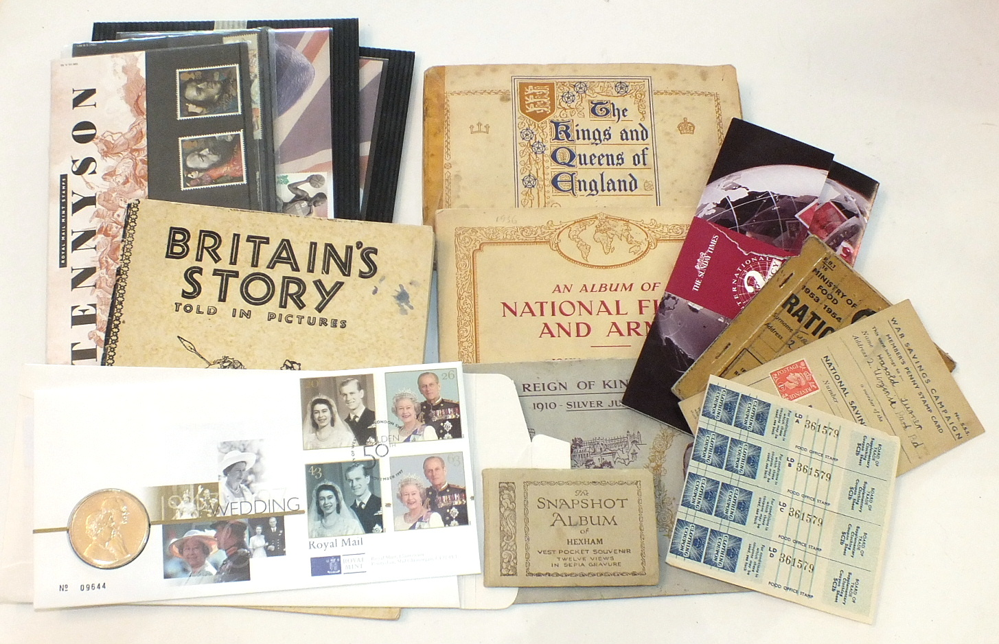 Lot 287 - A silver desk calendar, (date cards incomplete), London 1926, two silver thimbles, other thimbles,