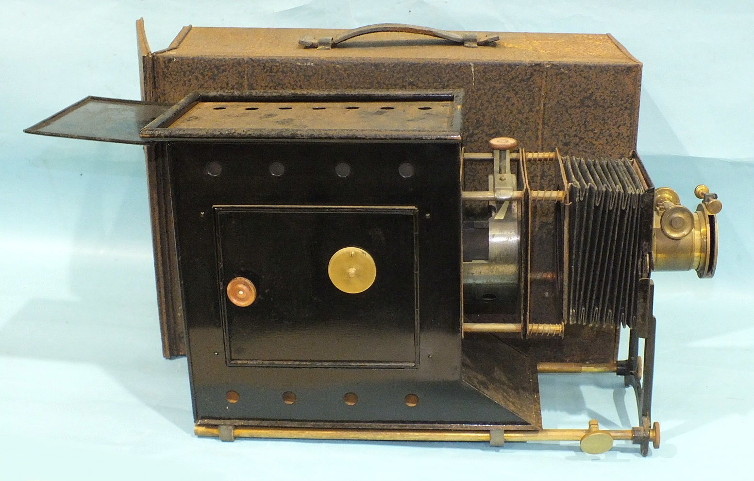 A Newton & Co. magic lantern with adjustable 9'' focus lens, bellows and Japanned tin body, in metal - Image 2 of 5