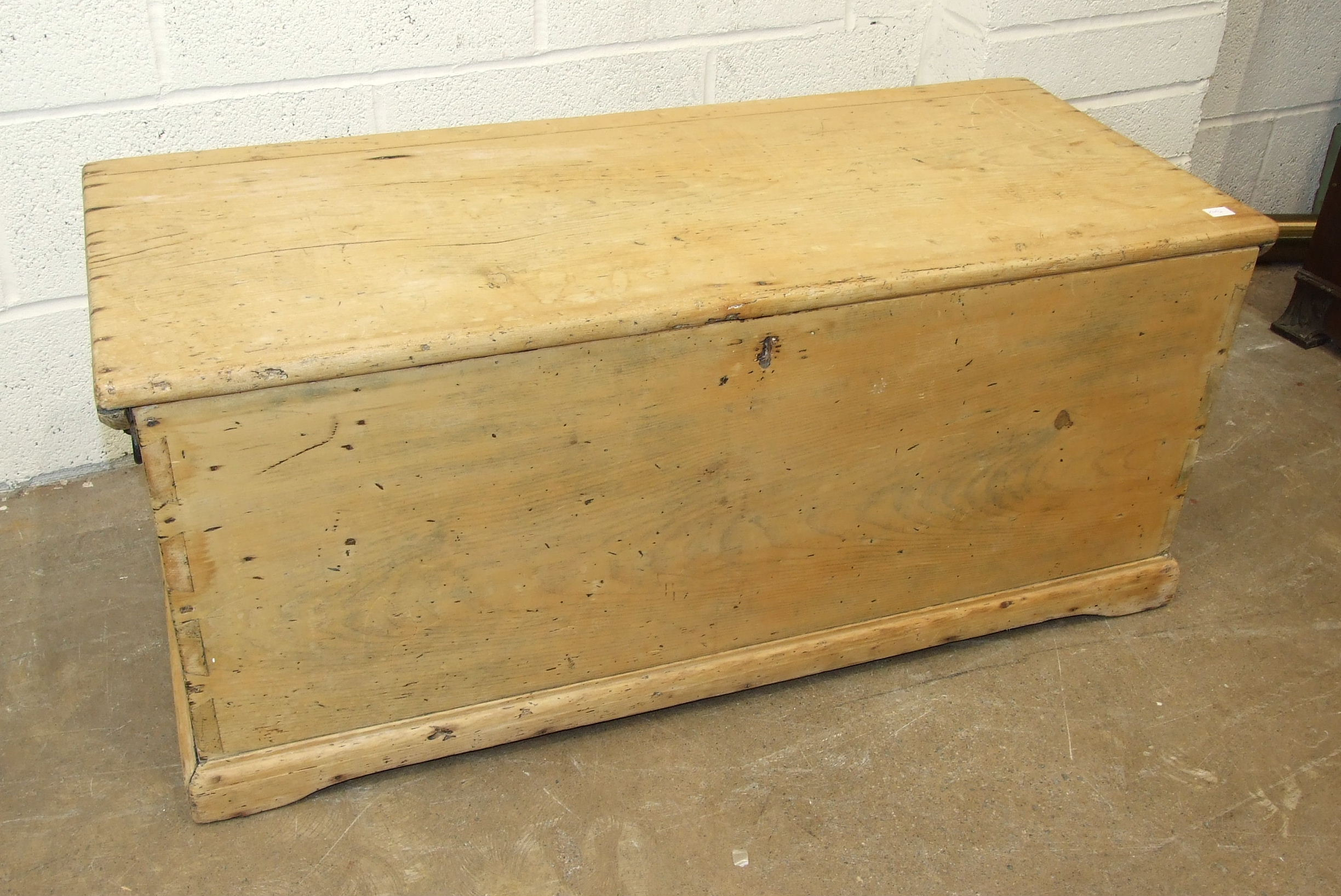 A Victorian stripped pine blanket chest, 111cm wide.