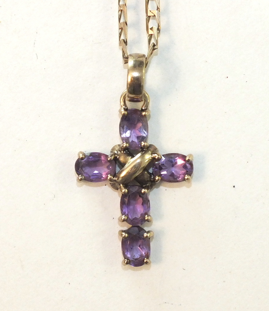 Lot 298 - A cross pendant set amethysts, on 9ct gold curb-link chain, 7.9g.