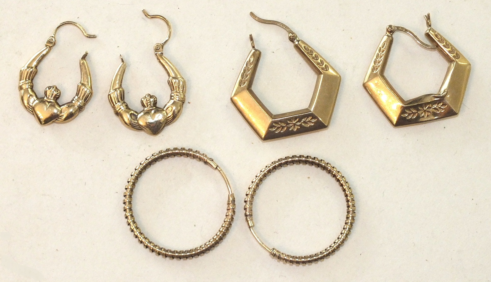 Lot 283 - Three pairs of 9ct gold earrings, 5.5g, (3).