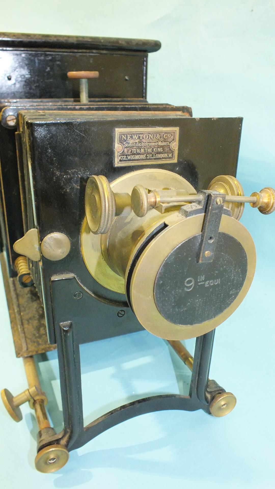 A Newton & Co. magic lantern with adjustable 9'' focus lens, bellows and Japanned tin body, in metal - Image 3 of 5