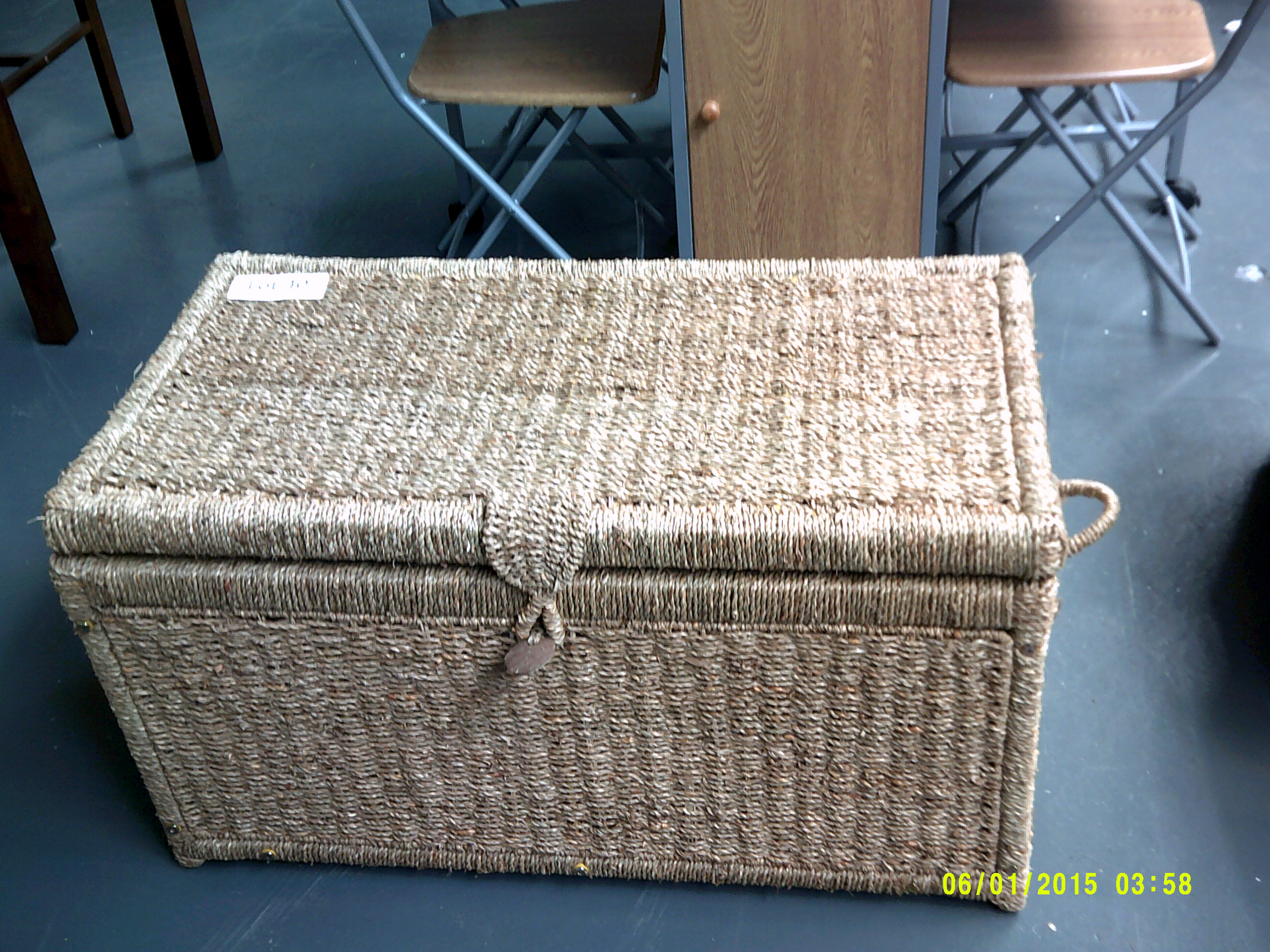 Lot 40 - Seagrass Chest Customer Returns