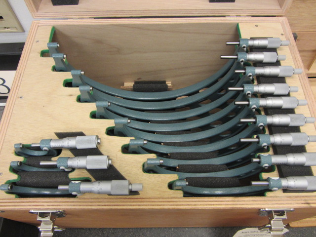 Lot 32 - Mitutoyo 0''-12'' Micrometer Set