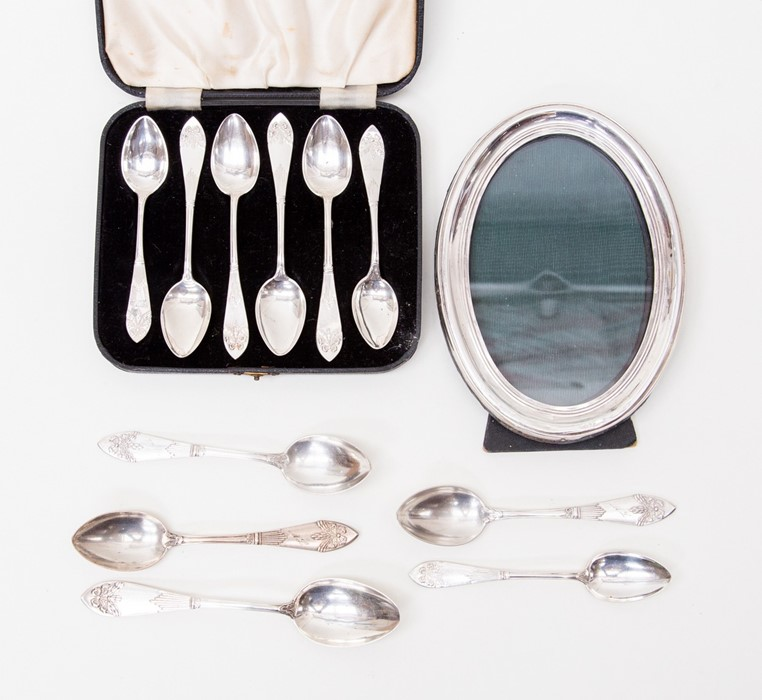 Lot 53 - An oval silver photo frame, a/f damaged, cased Swedish teaspoons and five loose teaspoons (parcel)