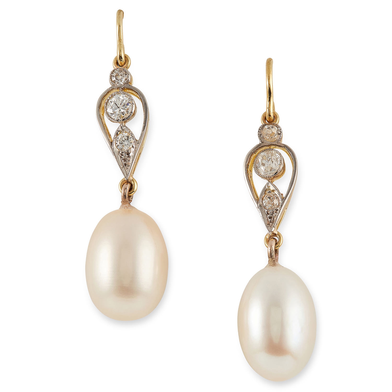 Los 22 - PEARL AND DIAMOND EARRINGS set with round cut diamonds and pearls, 4cm, 6g.