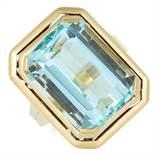 VINTAGE 13.09 CARAT AQUAMARINE RING set with an emerald cut aquamarine of approximately 13.09