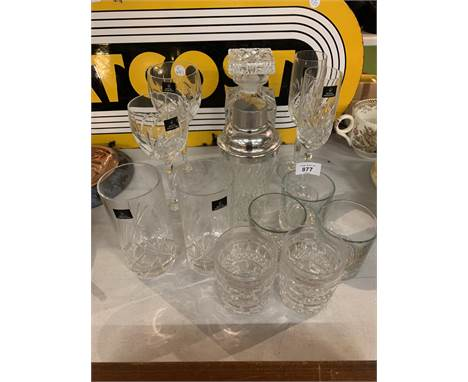 A COLLECTION OF GLASS WARE TO INCLUDE DECANTER WITH WHISKEY SPIRIT LABEL