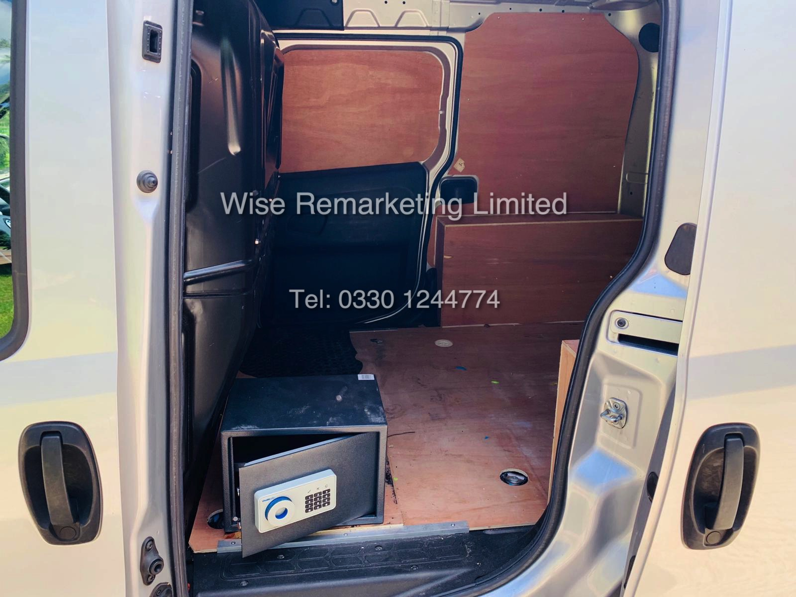 Lot 15 - ***RESERVE MET*** VAUXHALL COMBO 2000 (2015) 1.3 CDTI EFLEX SPORTIVE ** AIR CON**