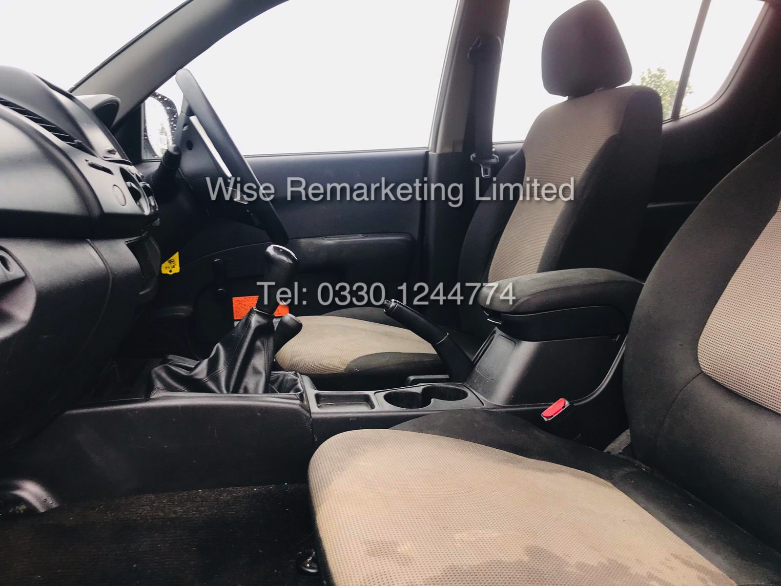 Lot 9 - **RESERVE MET** MITSUBISHI L200 DOUBLE CAB 2.5 DI-D 4WORK 4WD 2015 MODEL WHITE