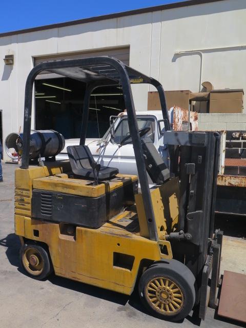 "Lot 153 - Caterpillar T40E 4250 Lb Cap Short Mast LPG Forklift s/n 5HD00218 w/ 2-Stage Short Mast, 82"" Lift"