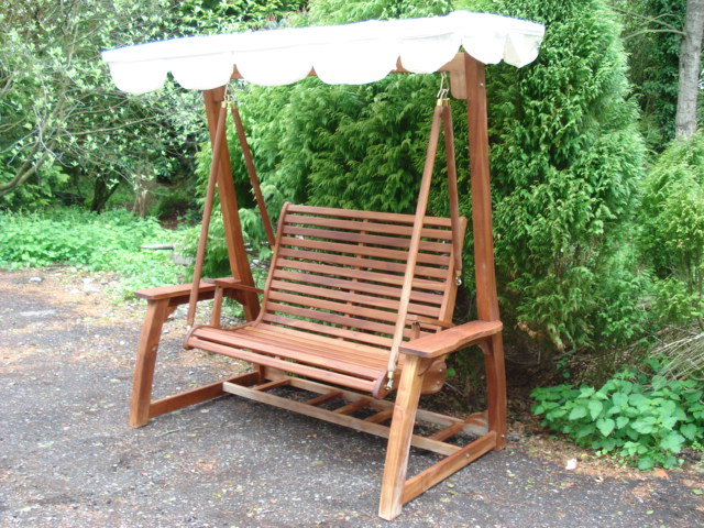 NEW PACKAGED SOLID TEAK GARDEN SWING SEAT WITH CREAM