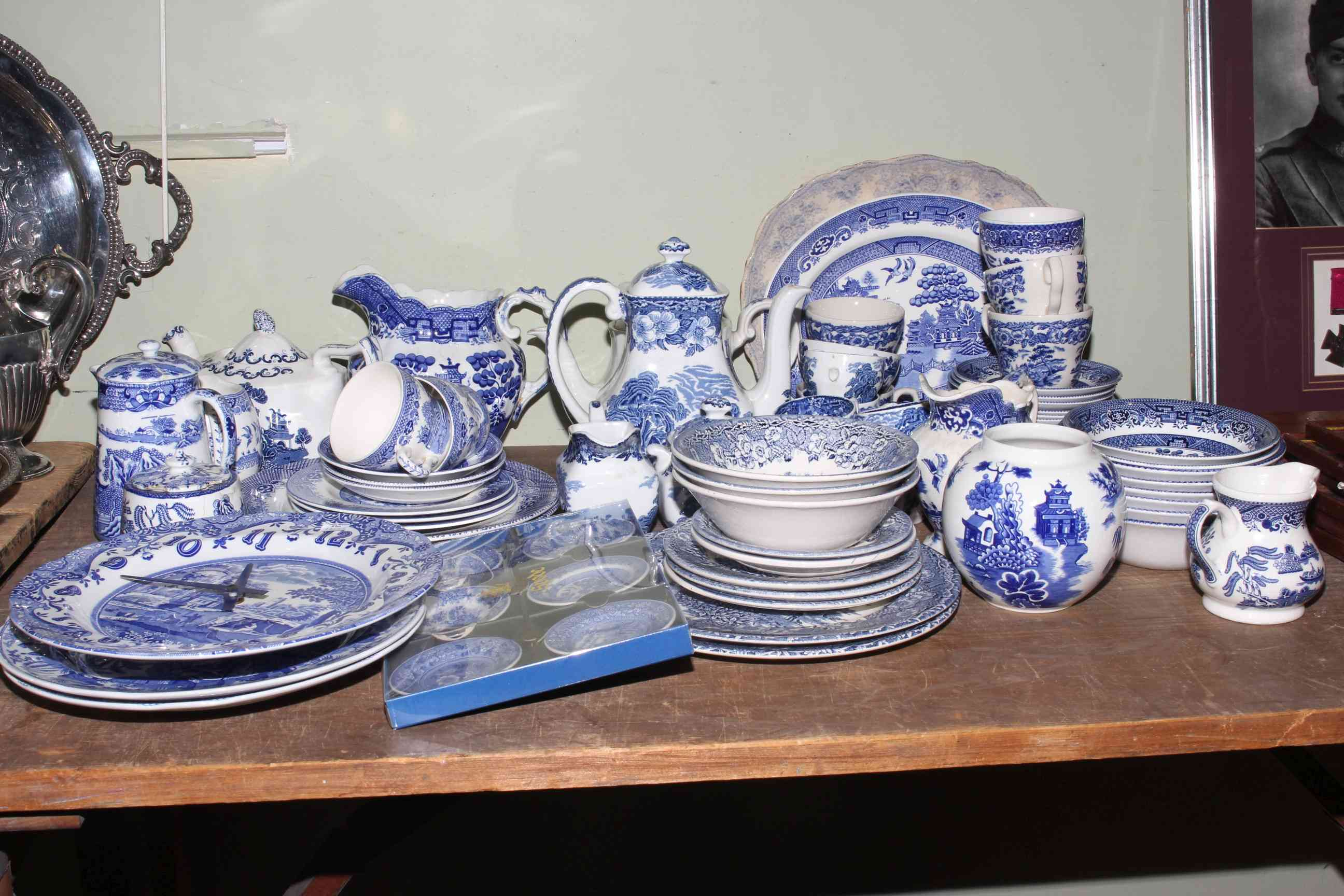 Lot 50 - Collection of blue and white willow pattern and other china including Spode Italian,