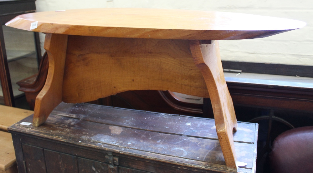 Lot 1009 - An occasional table made from a section of a tree trunk