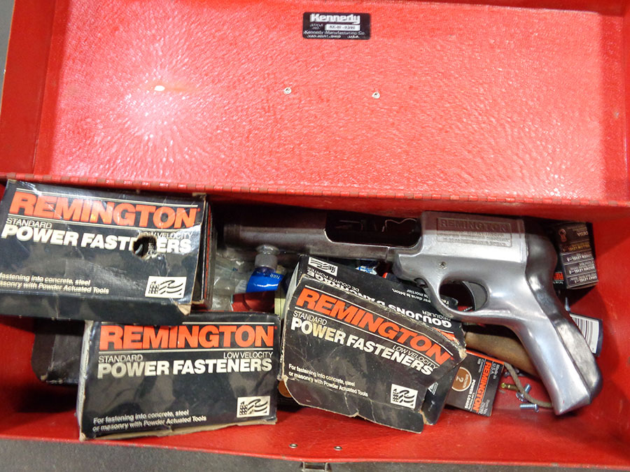 REMINGTON POWDER ACTUATED TOOL WITH LOADS & FASTENERS
