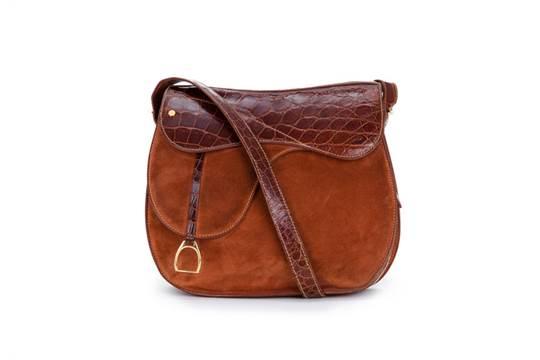 Gucci, sac Selle en crocodile et daim brun roux   224  rabat avec ... 39ba632185c