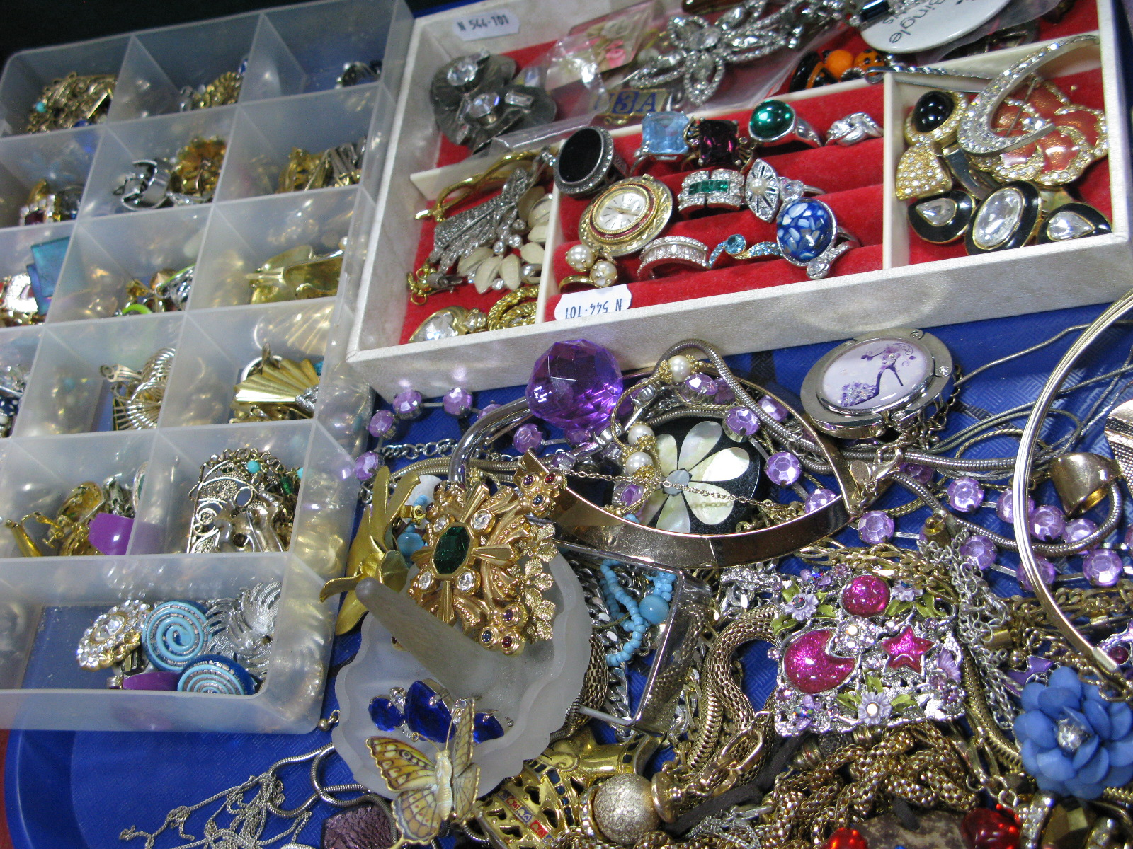 Lot 1046 - A Mixed Lot of Assorted Costume Jewellery, including Swarovski and other brooches, Nefertiti and