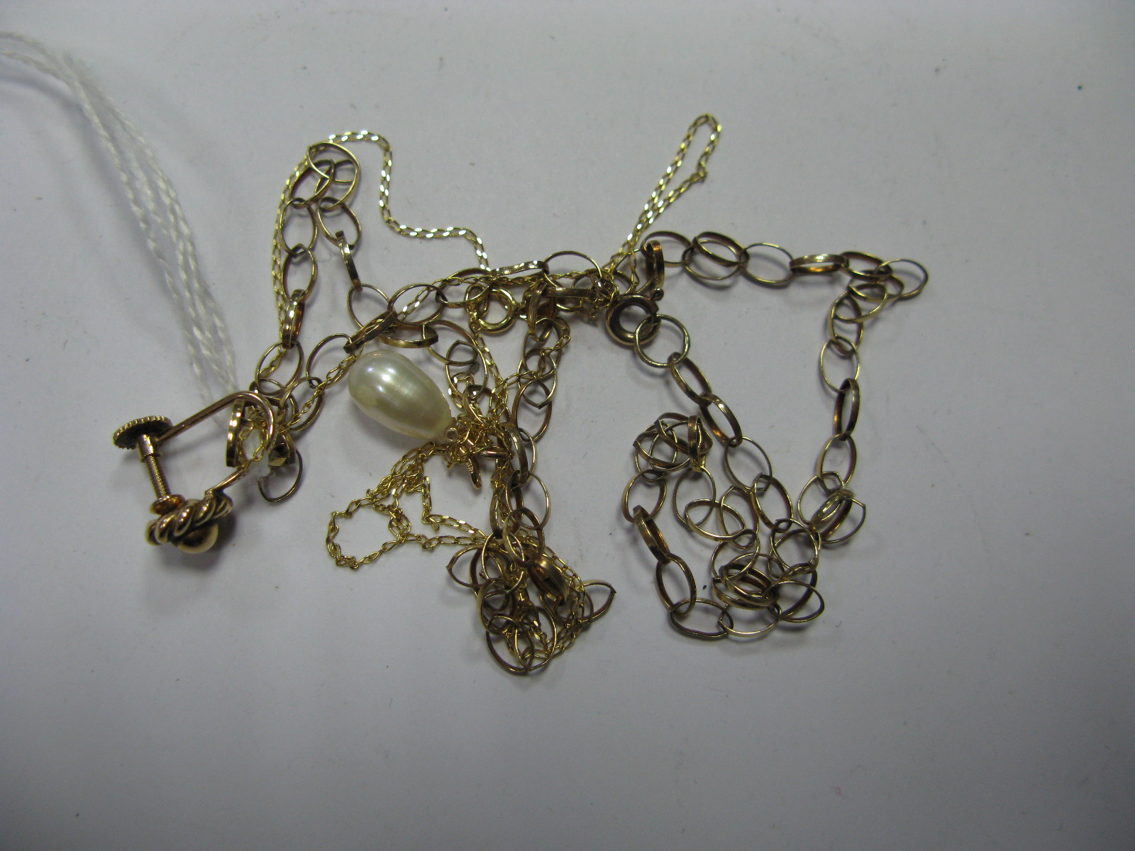 """Lot 1371 - A 9ct Gold Belcher Link Chain, flat link curb chain stamped """"375"""" with pearl pendant, etc. (3)"""
