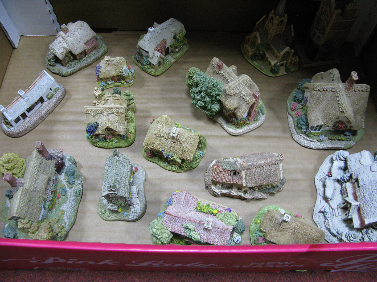 Lot 1118 - Sixteen Lilliput Lane Dwellings, including 'Jeweller', 'Frosty Morning', 'Birthday Party', 'The