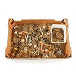 A quantity of brass handles and cabinet furniture/fittings etc G