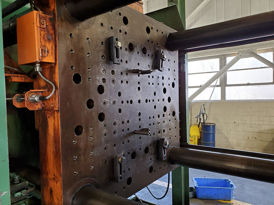 CINCINNATI MILACRON PLASTIC INJECTION MOLDING MACHINE; 500-TON, MODEL 500-70, S/N 4025A21/85-38, - Image 20 of 25