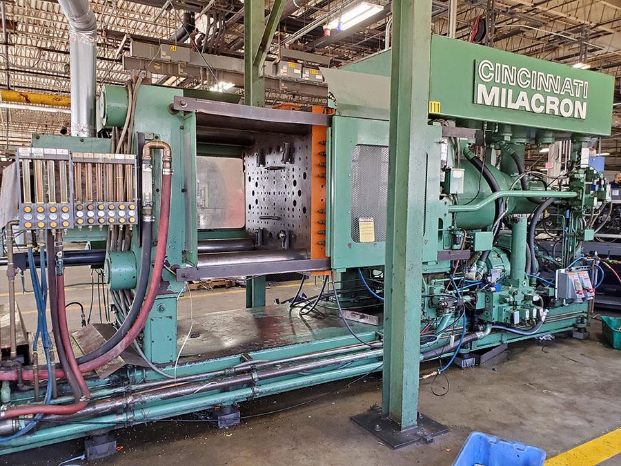 CINCINNATI MILACRON PLASTIC INJECTION MOLDING MACHINE; 500-TON, MODEL 500-70, S/N 4025A21/85-38, - Image 13 of 25