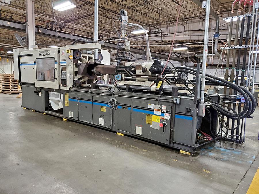 1994 CINCINNATI MILACRON 400-TON PLASTIC INJECTION MOLDING MACHINE; MODEL VH-400-29, S/N - Image 4 of 18