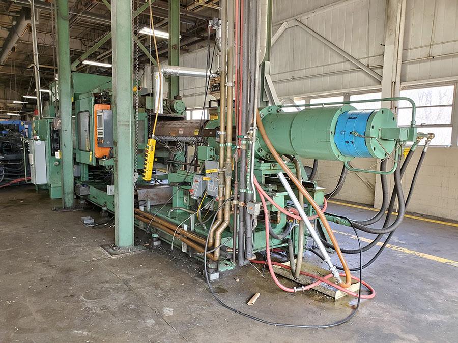 CINCINNATI MILACRON PLASTIC INJECTION MOLDING MACHINE; 500-TON, MODEL 500-70, S/N 4025A21/85-38, - Image 9 of 25