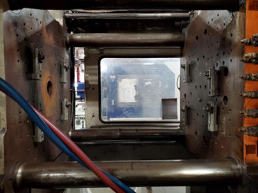 1994 CINCINNATI MILACRON 400-TON PLASTIC INJECTION MOLDING MACHINE; MODEL VH-400-29, S/N - Image 13 of 18