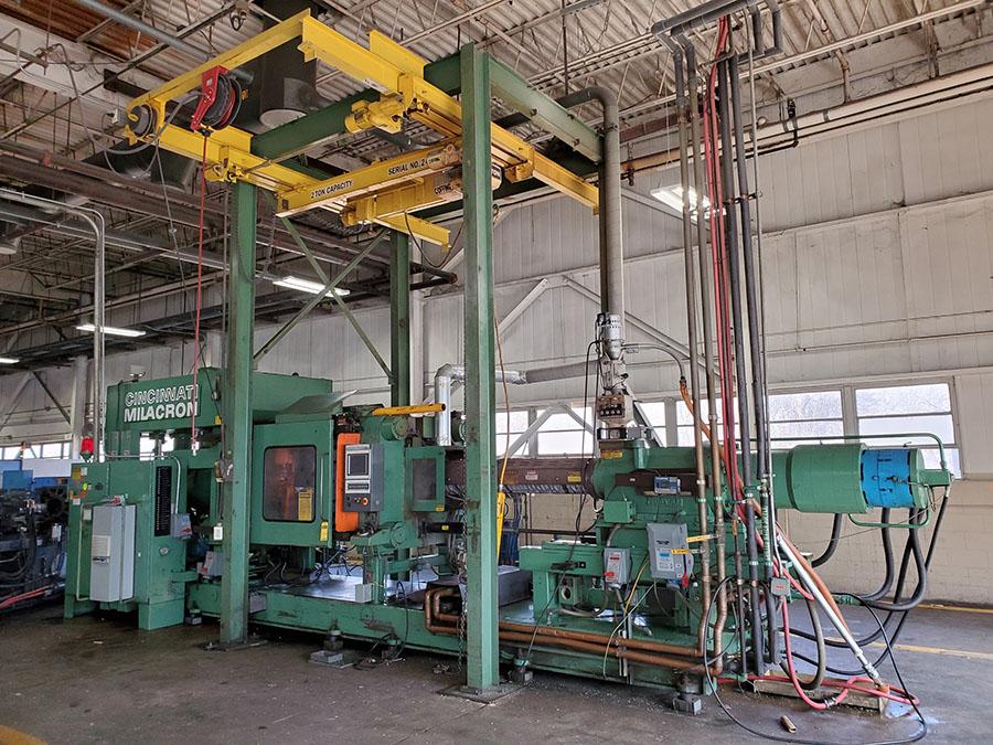 CINCINNATI MILACRON PLASTIC INJECTION MOLDING MACHINE; 500-TON, MODEL 500-70, S/N 4025A21/85-38,