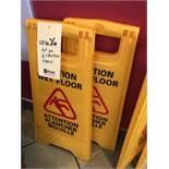 Lot de (2) enseignes Caution