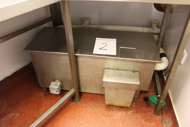 Lot 2 - Fatstrippa FSM09266 R grease trap 950mm x 400mm without doubt the most effective way of removing,