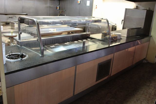 Lot 50 - Teppanyaki bar by D&D Engineering blown cold air salad bar servery holds 5 x GN1 pans with sneeze
