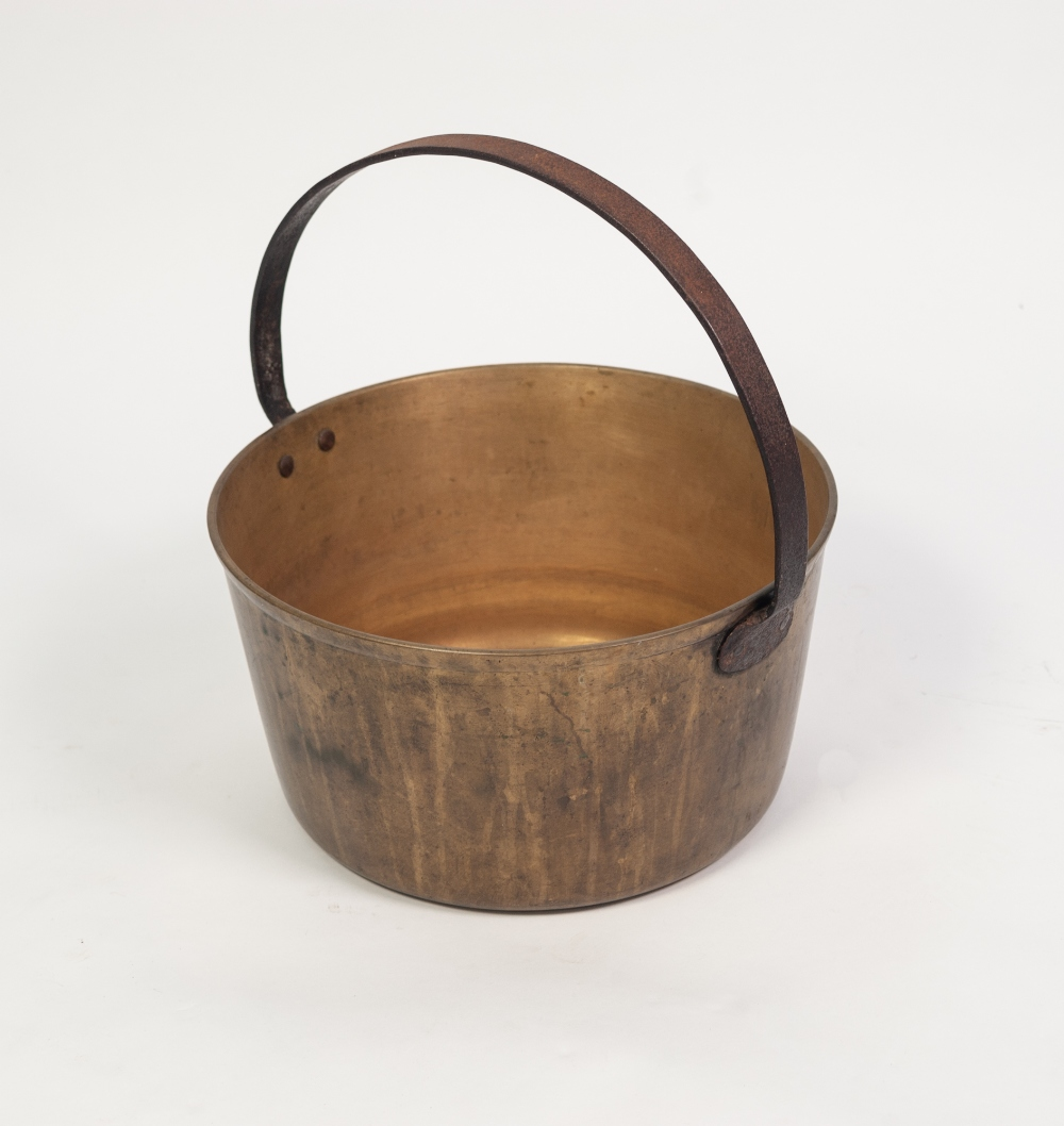 Lot 78 - AN ANTIQUE BRASS JAM PAN, with fixed iron handle