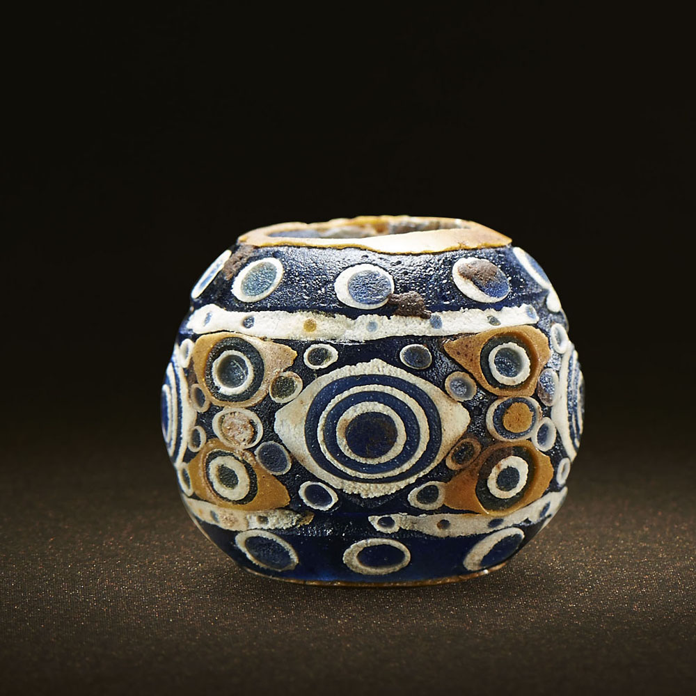 Lot 312 - A CHINESE 'CONCENTRIC-CIRCLE' CIRCULAR MOSAIC GLASS BEAD