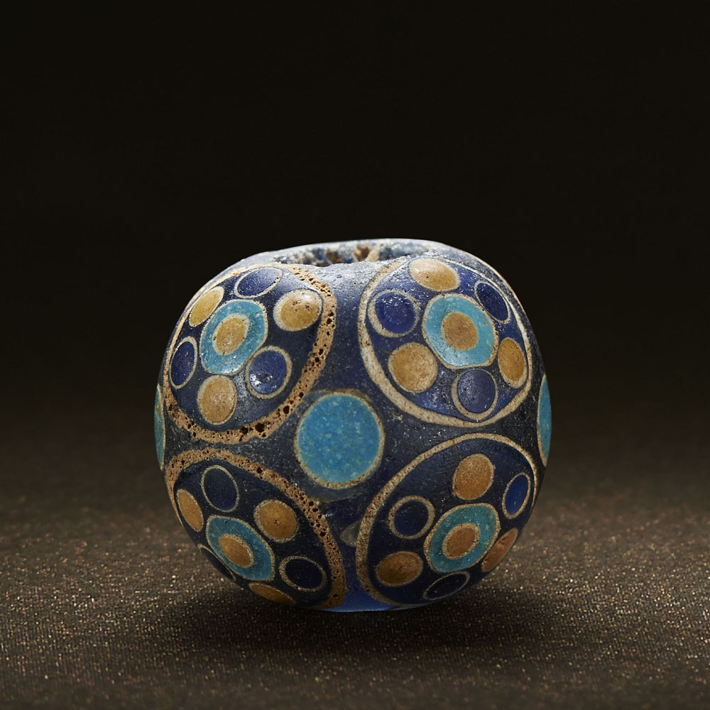 Lot 313 - A CHINESE 'SEVEN-EYE' CIRCULAR MOSAIC GLASS BEAD