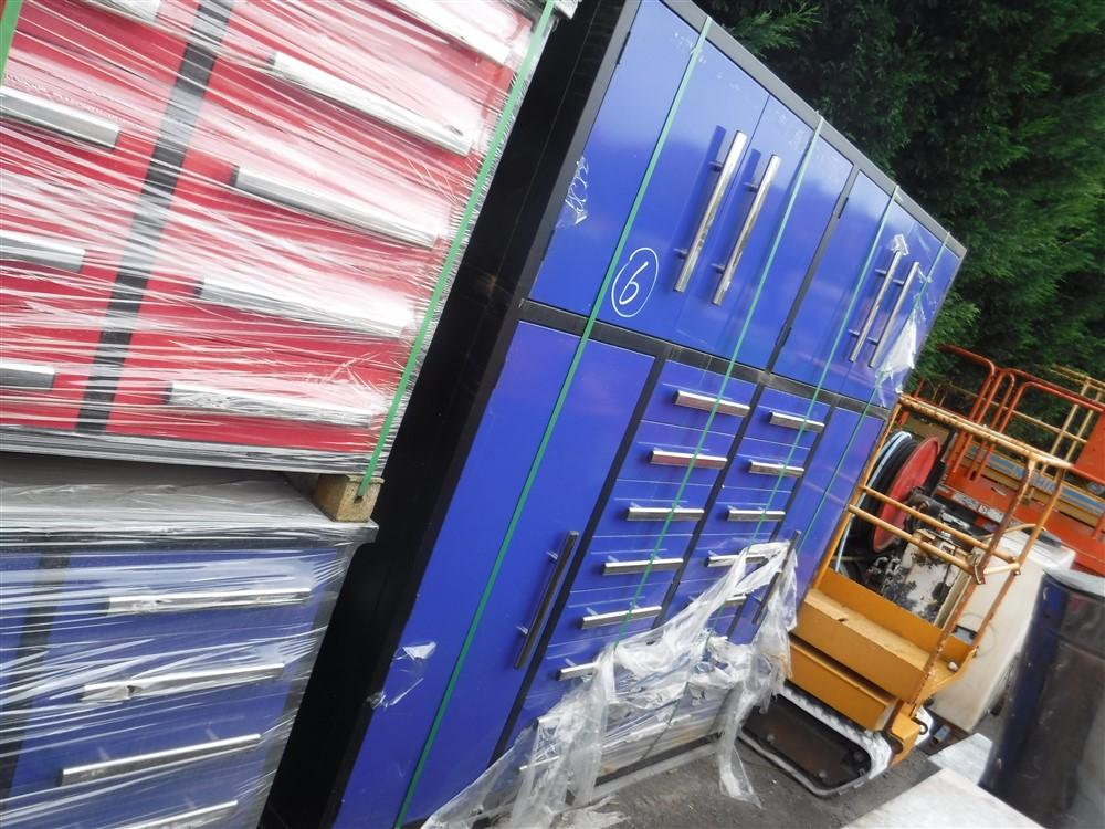 Lot 1168 - LARGE BLUE TOOL BOX (6) [+ VAT]